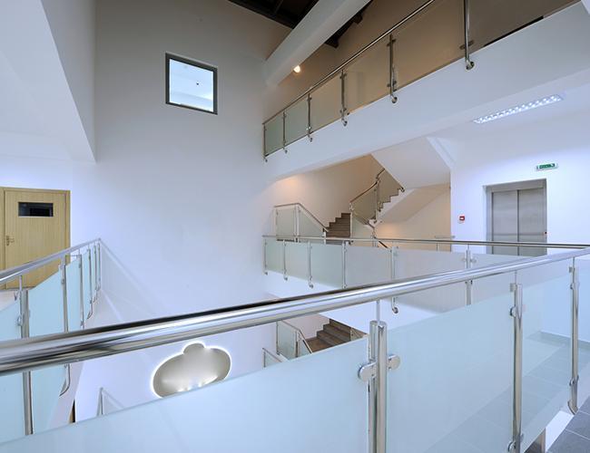 Balkony, meble, ozdobne panele szklane